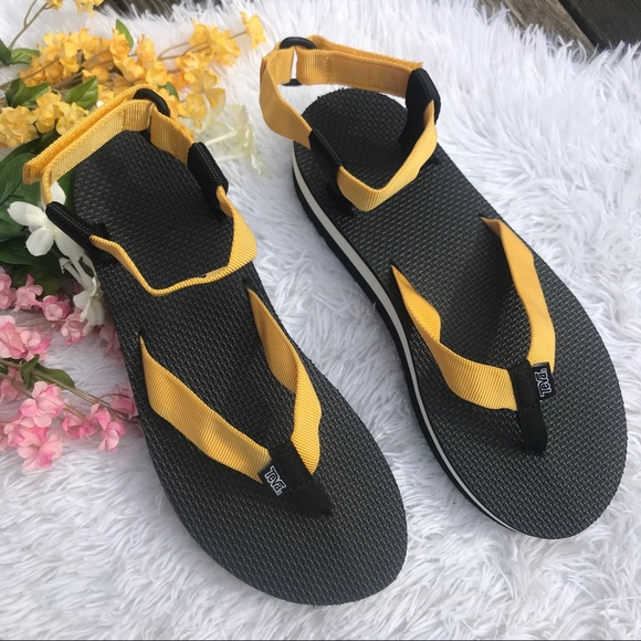 5a0d0e4ec09 NEW Teva Black and Yellow Platform Sandal Sz 11